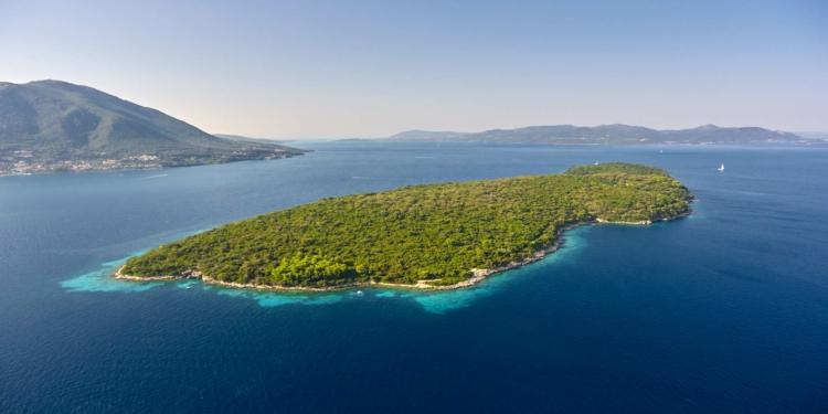 Το άγνωστο νησί του Ωνάση που δεν πέτυχε να γίνει το αντίγραφο του Σκορπιού
