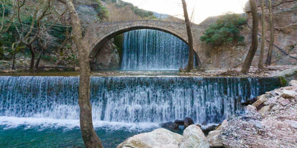 Το ελληνικό πανέμορφο γεφύρι και ο μύθος του Κουτσοδαίμονα
