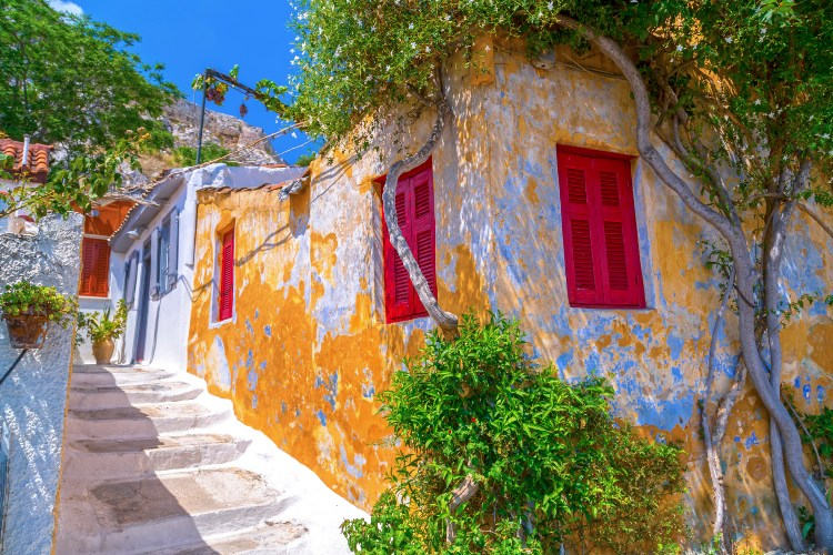 Αναφιώτικα: Η αγαπημένη περιοχή της Αθήνας που κάποτε την έλεγαν «Μαύρες Πέτρες»