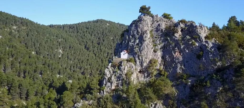 Εκδρομή στην Πάρνηθα και στο εκκλησάκι που θυμίζει Άγιο Όρος